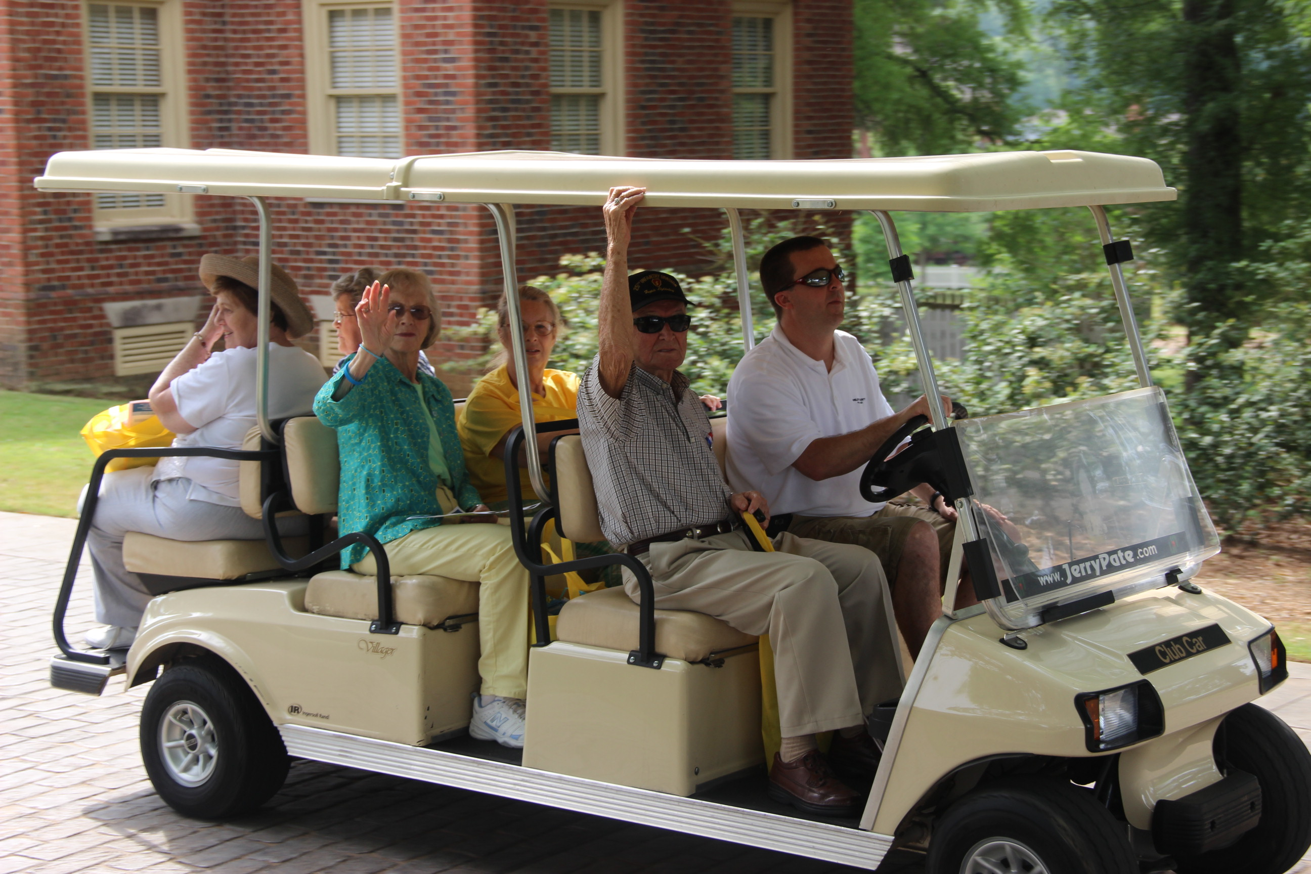 Image of golf cart shuttle at the 2016 Senior Picnic