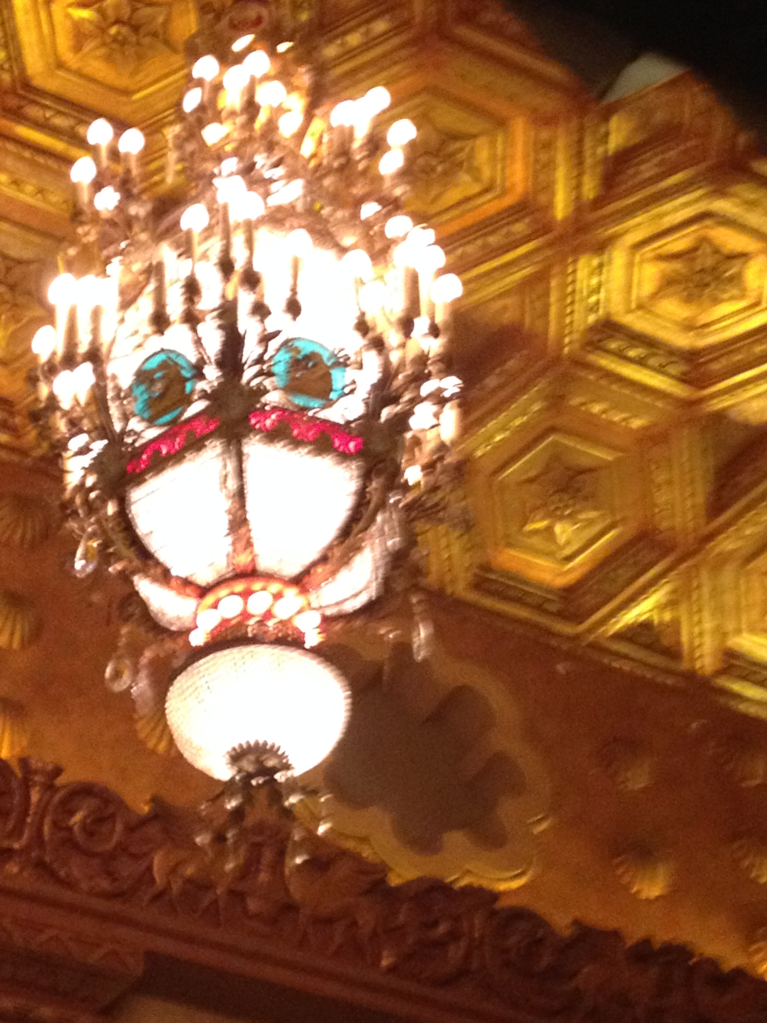 Image of vintage chandalier at the Alabama Theatre